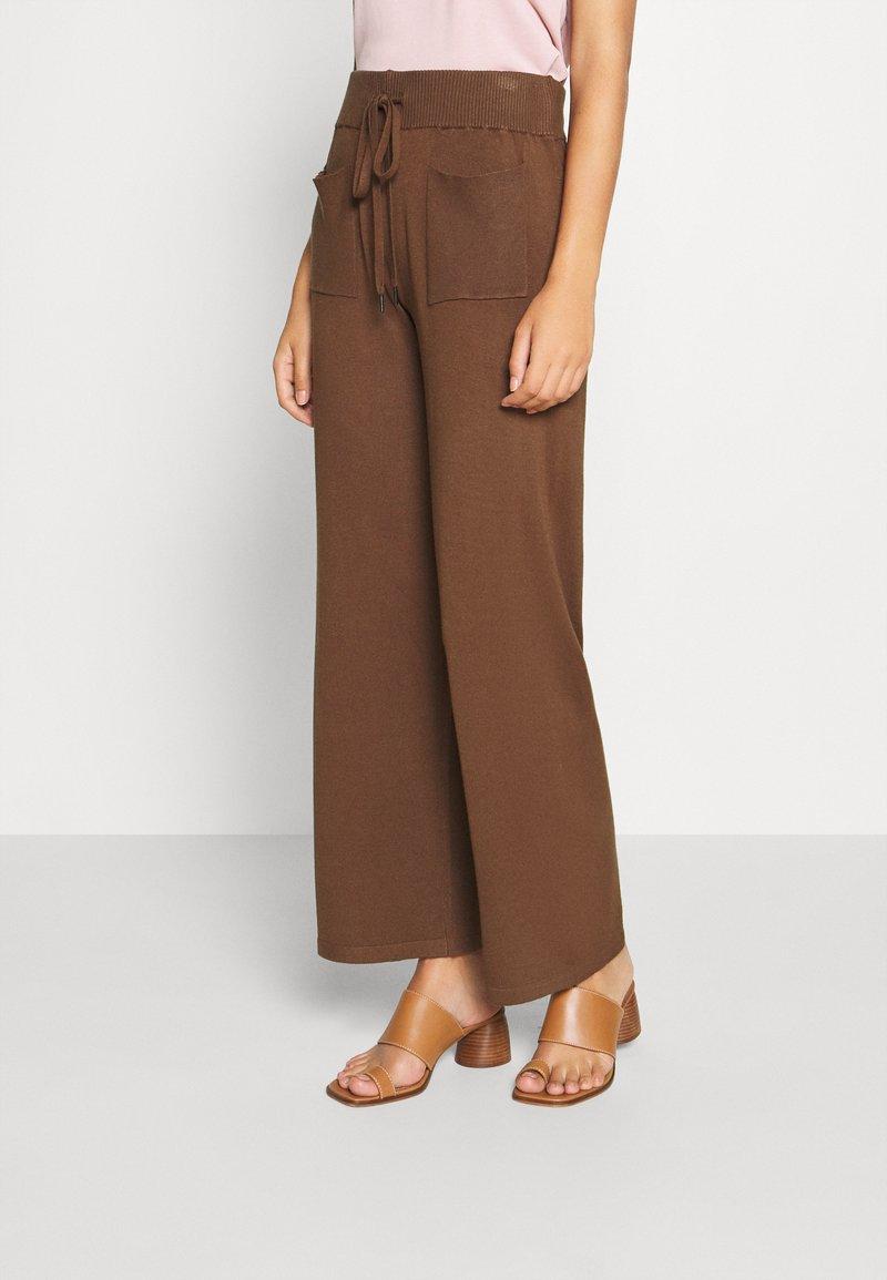 Kaffe - KALULU ASTRID PANTS - Pantalones - brown