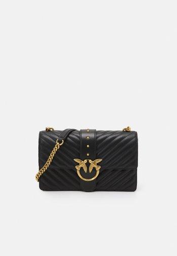 LOVE CLASSIC ICON - Across body bag - black