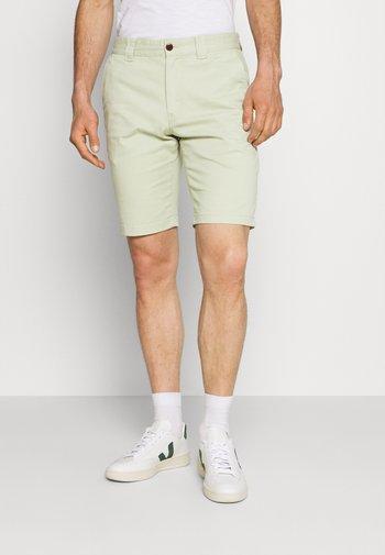 SCANTON - Shorts - bay laurel