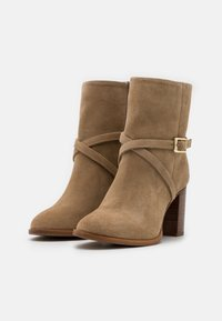 Zign - Classic ankle boots - light brown - 2