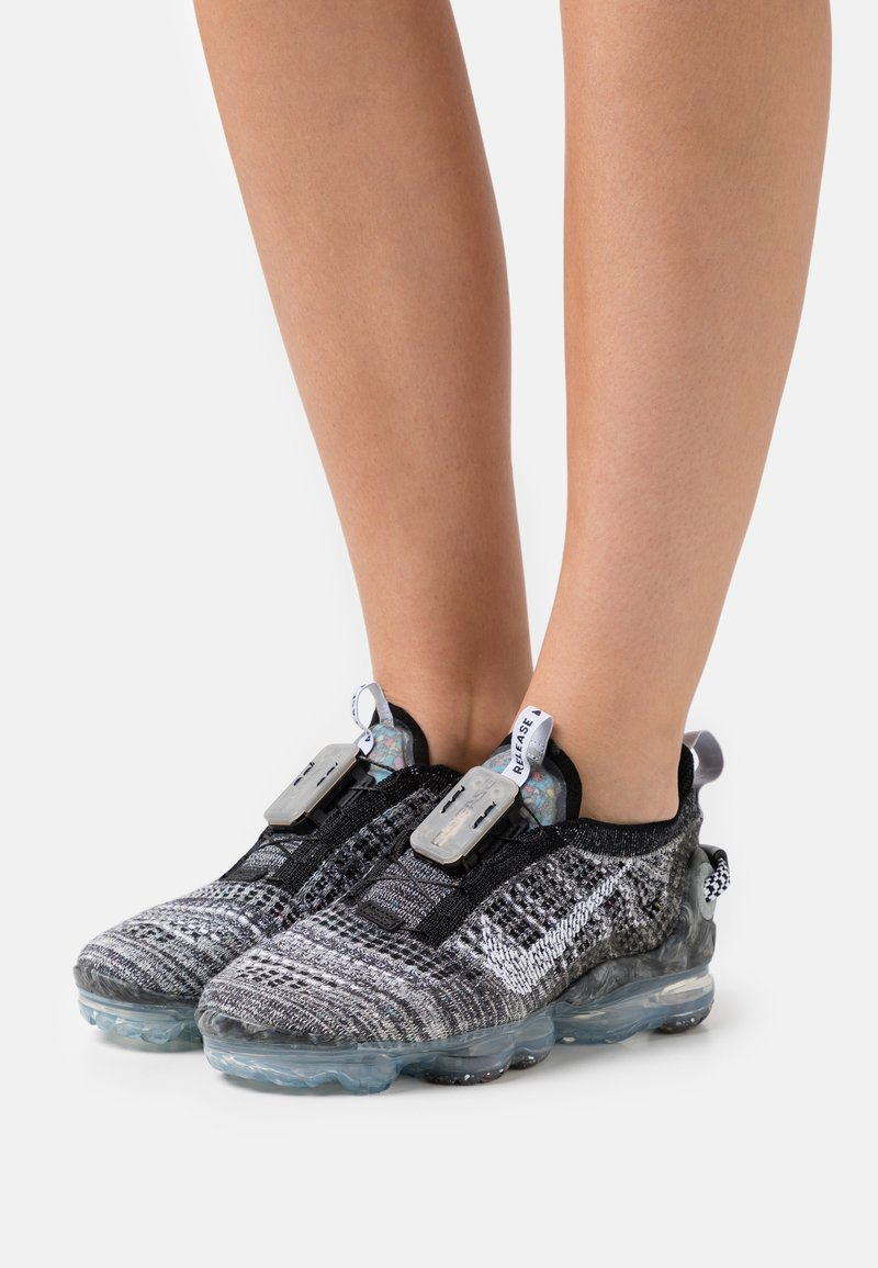 Nike Sportswear - AIR MAX VAPORMAX FK - Zapatillas - black/white/grey fog