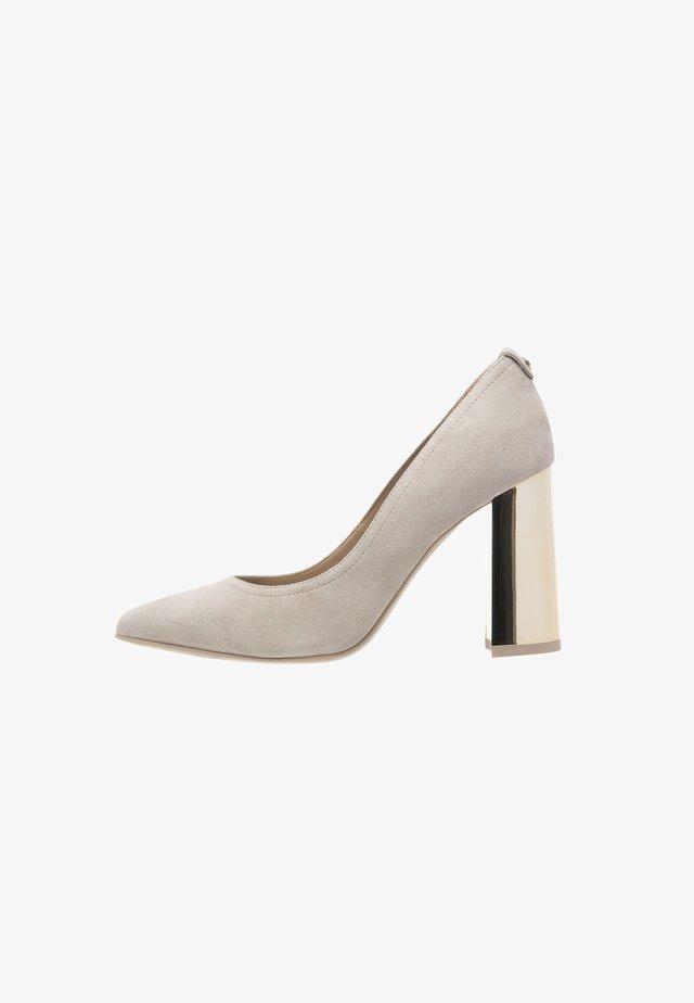 High heels - sabbia