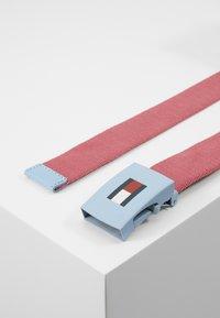 Tommy Hilfiger - KIDS PLAQUE BELT - Belt - red - 3