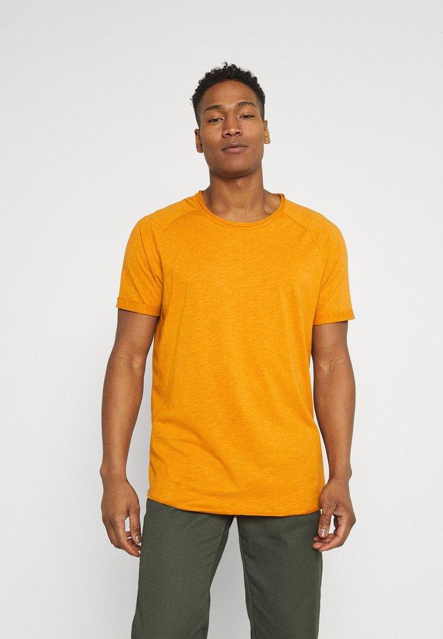 KAS - Basic T-shirt - inca gold