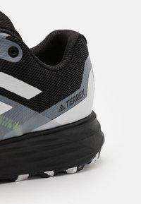 adidas Performance - TERREX TWO FLOW - Løpesko for mark - core black/crystal white/solar yellow - 5