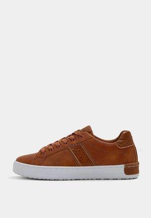 KENT LU - Sneakers laag - light brown
