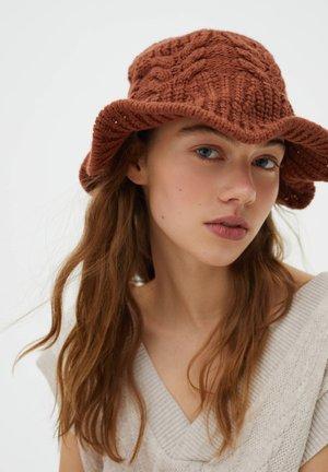 Hat - brown