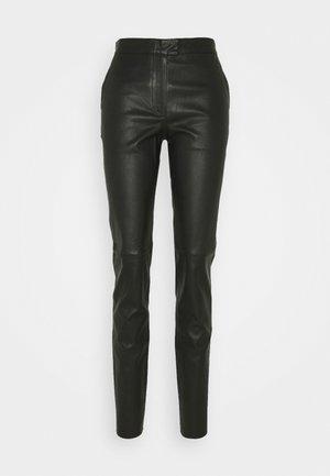 TAIKA - Pantalon en cuir - black