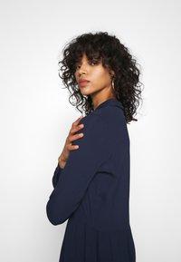 Minimum - BINDIE DRESS - Skjortekjole - navy blazer - 3