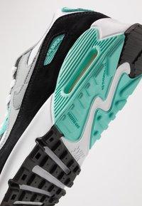 Nike Sportswear - AIR MAX 90 - Sneakersy niskie - white/particle grey/light smoke grey/hyper turquoise/black - 2
