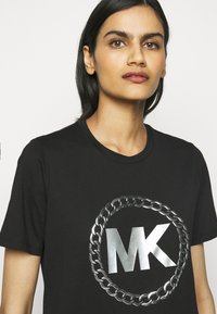 MICHAEL Michael Kors - CHAIN LOGO - Print T-shirt - black/silver - 3