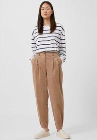 Finn Flare - Trousers - dark beige - 0