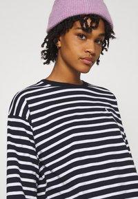 Carhartt WIP - ROBIE  - Long sleeved top - dark navy/white - 3