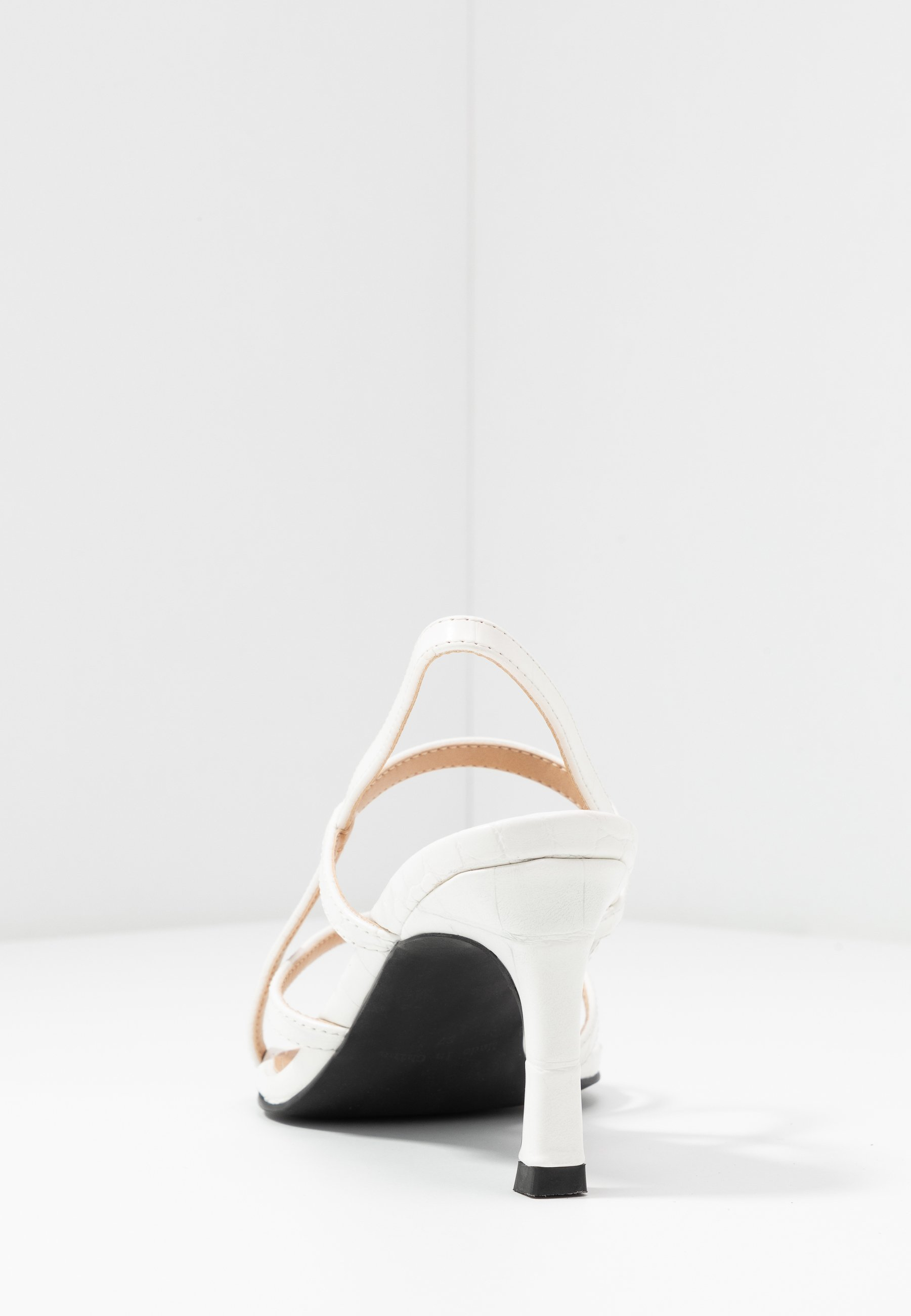 POINTY SOLE TOE STRAP Sandaler offwhite