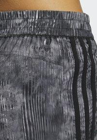adidas Performance - PACER WOVEN FLORAL SHORTS - Pantaloncini sportivi - black - 3