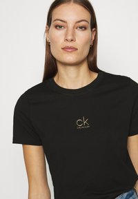 Calvin Klein - LOGO TEE - Triko spotiskem - black - 4