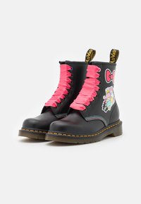 Dr. Martens - 1460 X HELLO KITTY & FRIENDS - Lace-up ankle boots - black smooth - 2