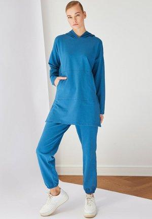 SET - Hoodie - blue