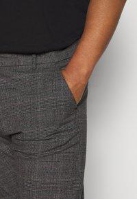 Jack´s Sportswear - CHECKED CLUB PANTS - Kalhoty - dark grey - 3