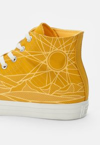 Converse - CHUCK TAYLOR ALL STAR - High-top trainers - gold dart/egret/egret - 5