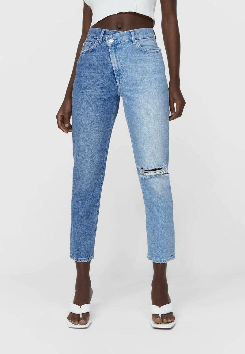 Stradivarius - CROSSOVER - Straight leg jeans - light blue