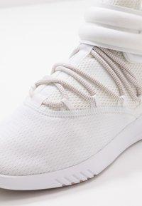 Reebok - FREESTYLE MOTION - Chaussures d'entraînement et de fitness - white - 5