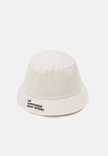 ONSHARVEY NUMBER BUCKET HAT UNISEX - Hat - off white