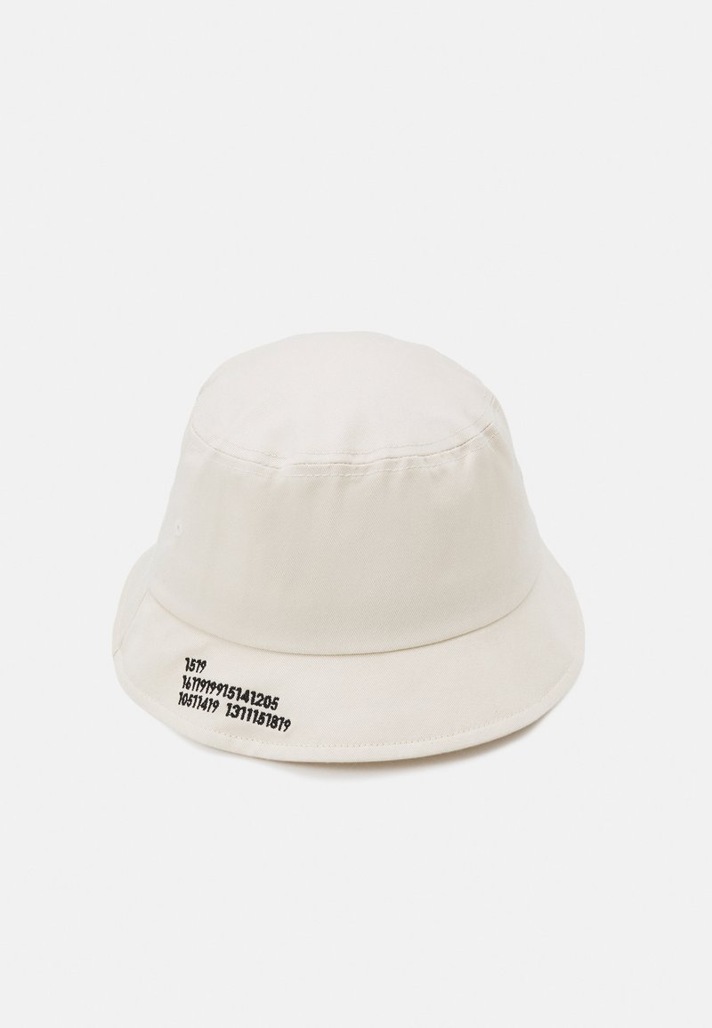 Only & Sons - ONSHARVEY NUMBER BUCKET HAT UNISEX - Hat - off white