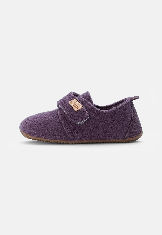 KLETTMODELL LEDERKAPPE - Pantofole - vintage violett