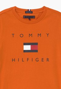 Tommy Hilfiger - LOGO TEE - Print T-shirt - orange - 2