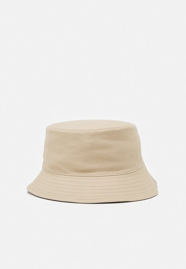 PCMAVIS REVERSIBLE BUCKET HAT - Chapeau - warm sand/black