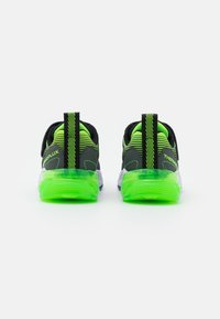 Skechers - THERMOFLUX 2.0 - Tenisky - black/blue/lime/charcoal - 2
