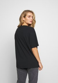 Neuw - NEUW RAVE TEE - Print T-shirt - washed black - 2