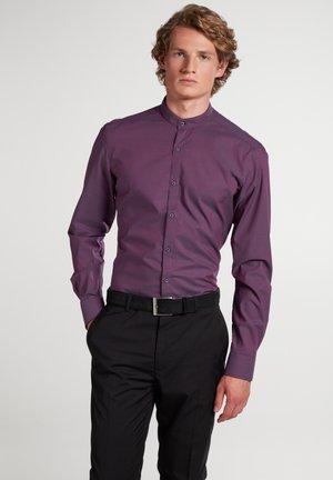 SLIM FIT - Overhemd - pflaume
