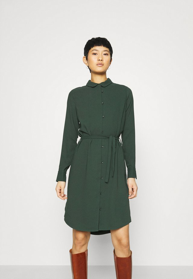 PECK DRESS - Abito a camicia - sycamore green