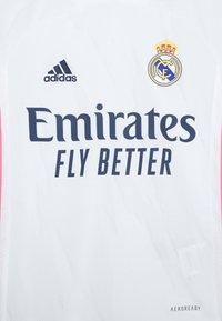 adidas Performance - REAL MADRID AEROREADY SPORTS FOOTBALL UNISEX - Club wear - white - 2