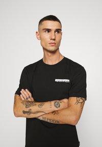 Calvin Klein - CHEST BOX LOGO - Print T-shirt - black - 3