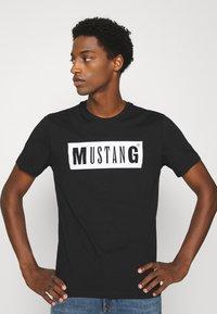Mustang - ALEX LOGO TEE - Print T-shirt - black - 3