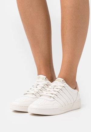 LAWN COURT  - Trainers - ivory/pink