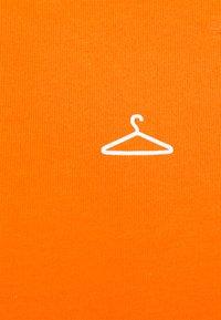 Holzweiler - HANGER TEE - Basic T-shirt - orange - 7