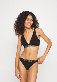 Calvin Klein Underwear - UNLINED TRIANGLE - Kaarituettomat rintaliivit - black - 1