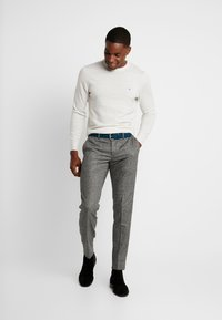 Tommy Hilfiger Tailored - BLEND PANTS - Spodnie materiałowe - grey - 1