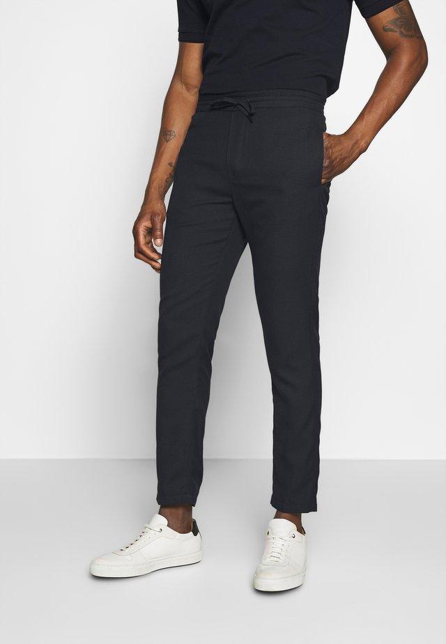 CALVIN - Pantaloni - black/blue