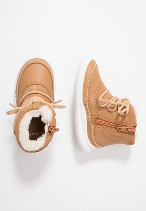 CLOUD ALPINE - Baby shoes - tan