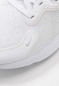 Nike Performance - REACT MILER - Zapatillas de running neutras - white/metallic silver/pure platinum - 5