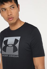 Under Armour - BOXED STYLE - Print T-shirt - black/graphite - 5