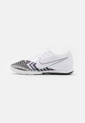 MERCURIAL VAPOR 13 ACADEMY MDS IC - Indoor football boots - white/black