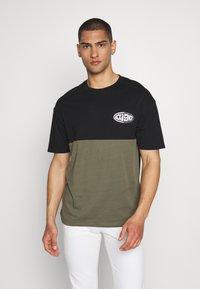 Jack & Jones - JOROVAL TEE CREW NECK - T-shirt med print - dusty olive - 0