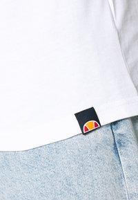 Ellesse - CARCANO - T-shirt med print - white - 5