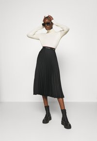 Calvin Klein - LOGO WAISTBAND PLEAT SKIRT - Jupe plissée - black - 1